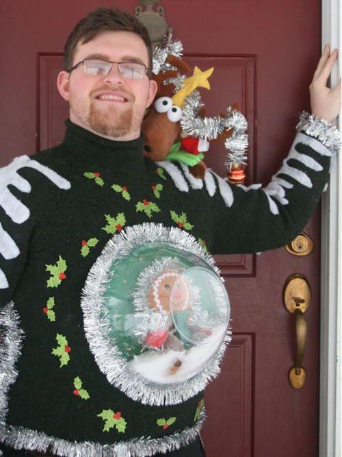 Le pull de Noël boule de neige creepy / femme enceinte