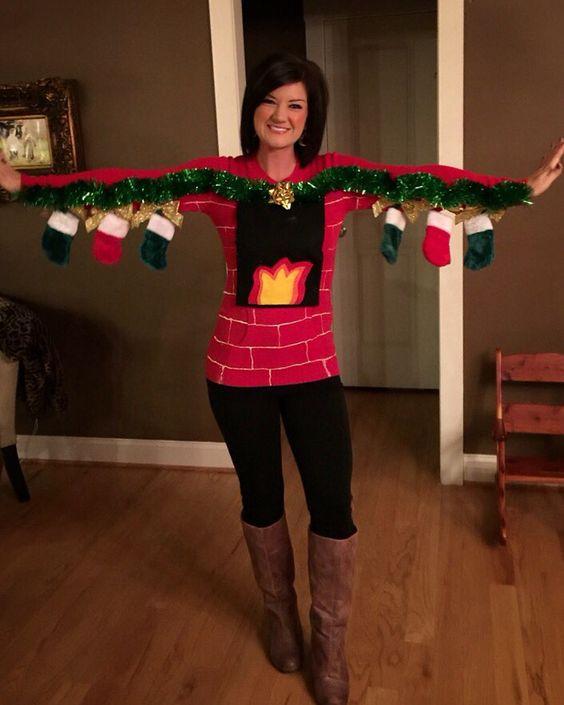 Le pull de Noël cheminée avec chaussettes suspendues en prime